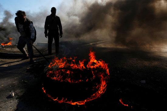 حرق-الإطارات-لقطع-الطريق