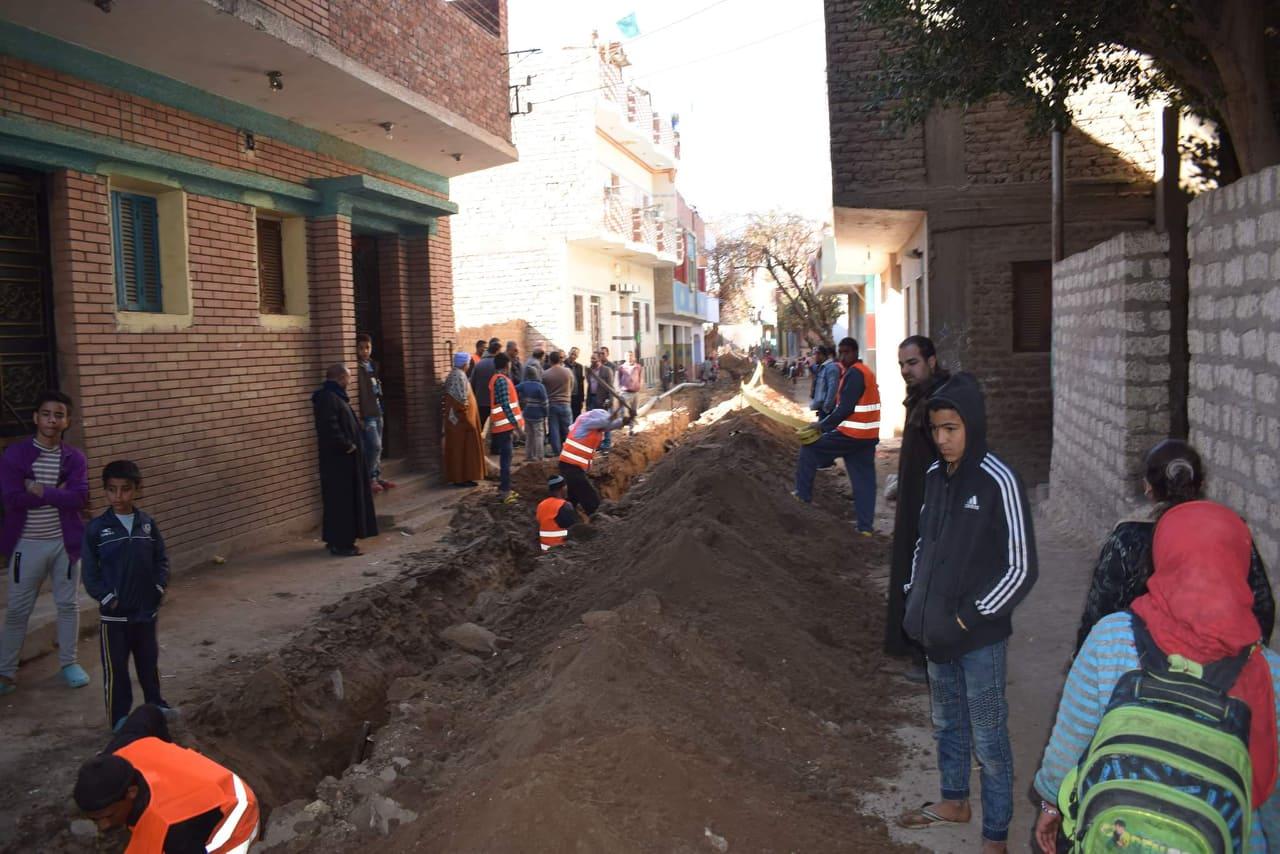 أعمال التطوير في مجال الإنارة بقرية شيبة بمركز أبوقرقاص بالمنيا  (4)