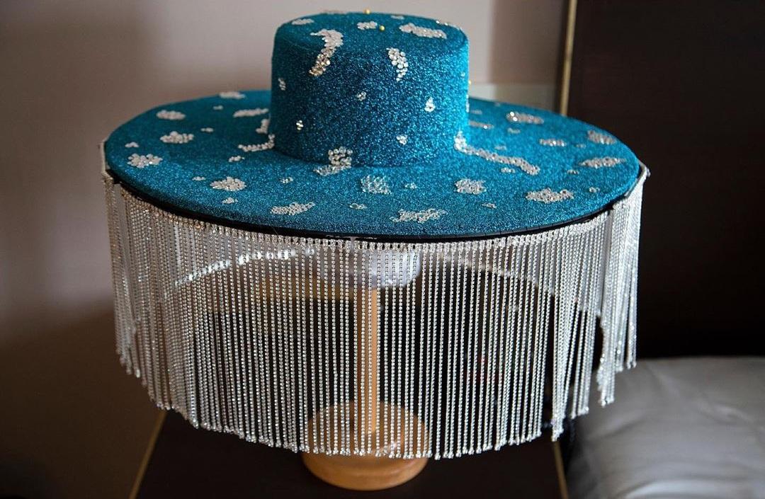 القبعة التى ارتداها بيلى بورتر فى الحفل