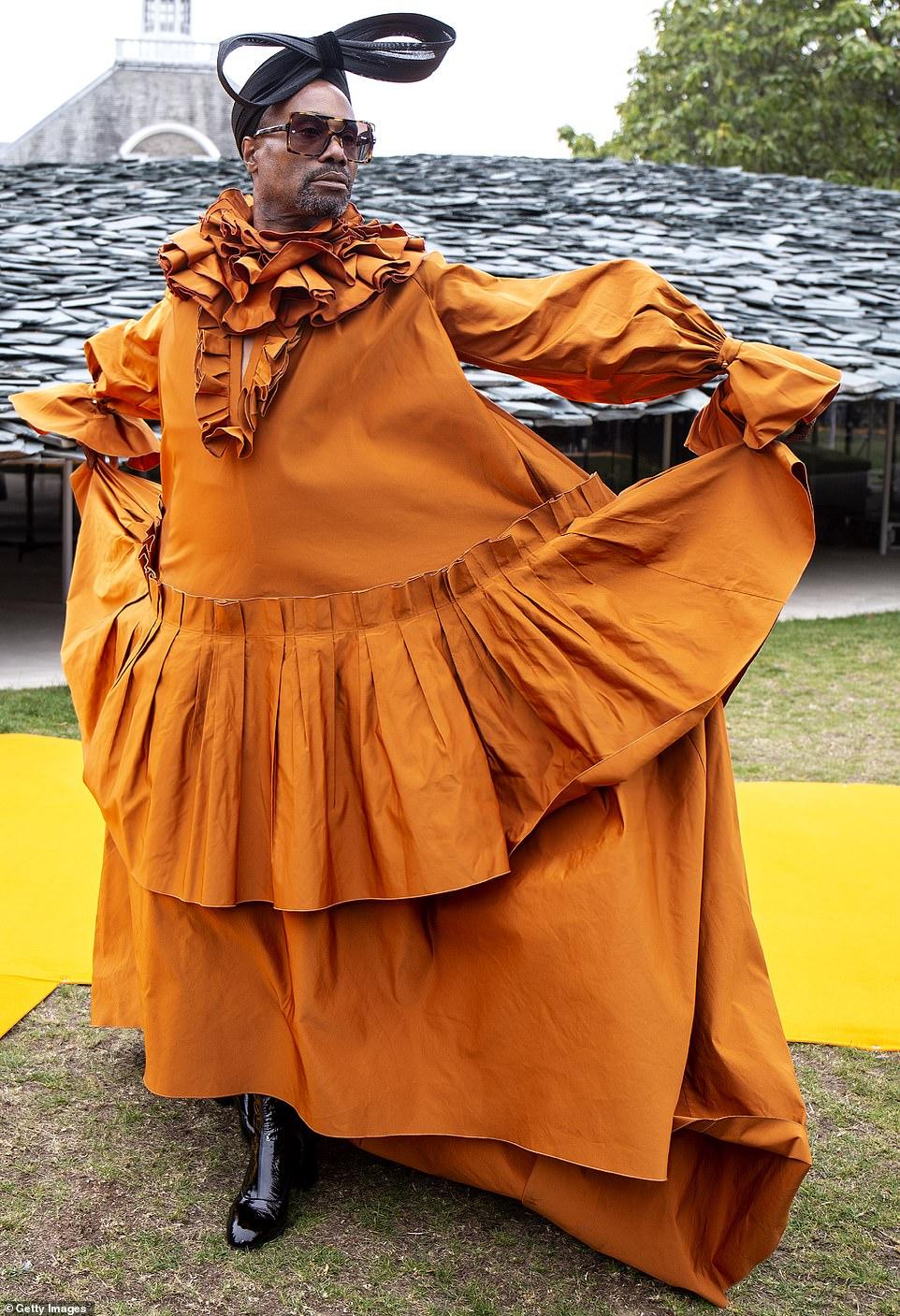 بيلى بورتر فى جلسة تصوير بفستان برتقالى