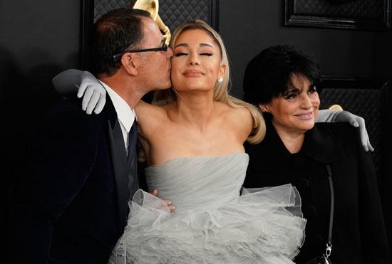 أريانا جراندي ووالديها (2)
