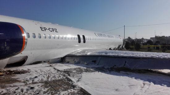 الطائرة-الإيرانية-بعد-هبوطها