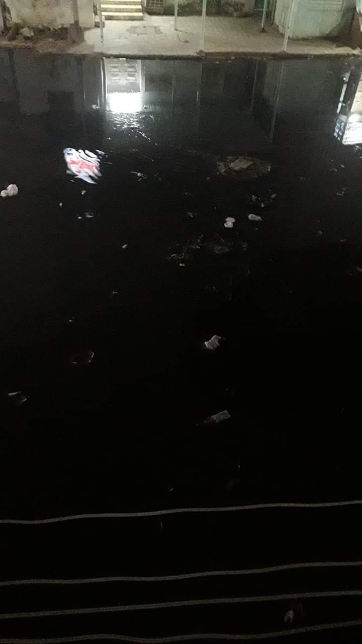 غرق شوارع منطقة أبو شاهين بالمحلة بمياه الصرف الصحى (4)