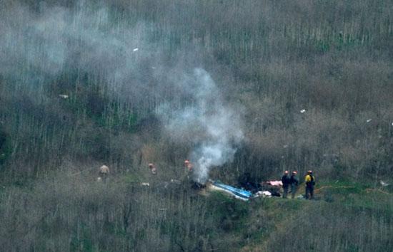 رجال الاسعاف بموقع تحطم الطائرة