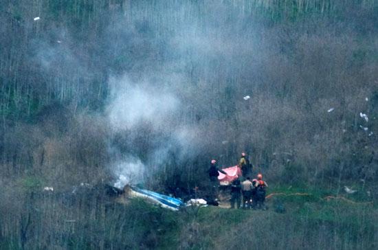 تصاعد الدخان من حطام الطائرة