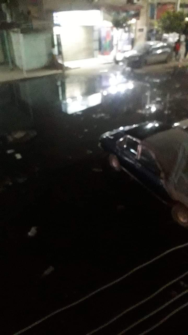 غرق شوارع منطقة أبو شاهين بالمحلة بمياه الصرف الصحى (3)