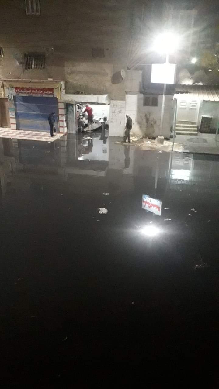 غرق شوارع منطقة أبو شاهين بالمحلة بمياه الصرف الصحى (2)