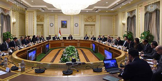 الاجتماع الأول للجنة العليا للاستثمار (2)