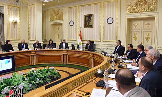 الاجتماع الأول للجنة العليا للاستثمار (4)