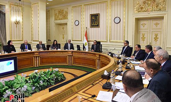 الاجتماع الأول للجنة العليا للاستثمار (5)