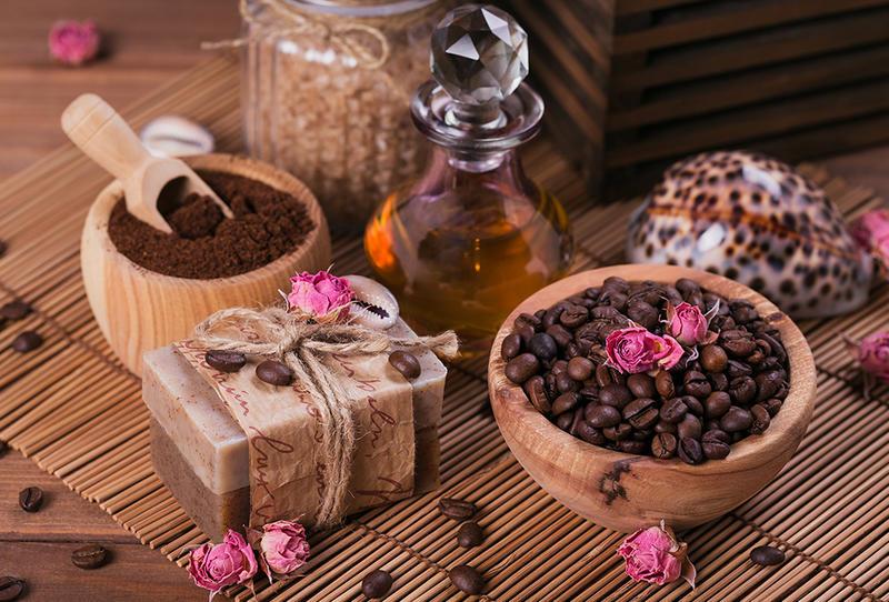 القهوة والعسل وزيت اللوز