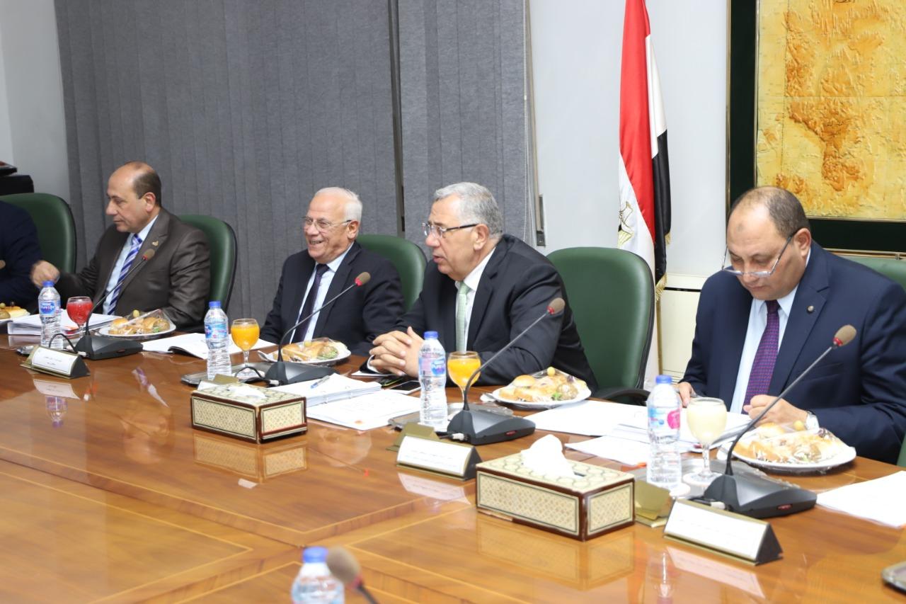 محافظ بورسعيد يبحث مع وزير الزراعة تحقيقالتنمية الزراعية (1)