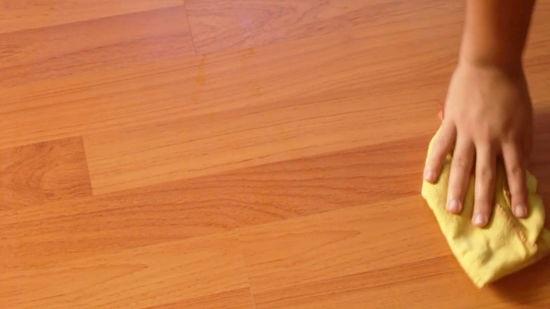 نصائح لتنظيف الأرضية الخشبية