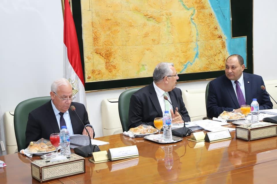 محافظ بورسعيد يبحث مع وزير الزراعة تحقيقالتنمية الزراعية (2)
