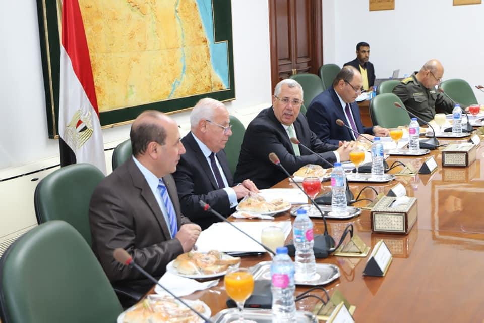 محافظ بورسعيد يبحث مع وزير الزراعة تحقيقالتنمية الزراعية (4)