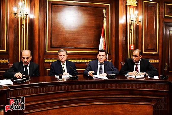 لجنة الصناعة (4)