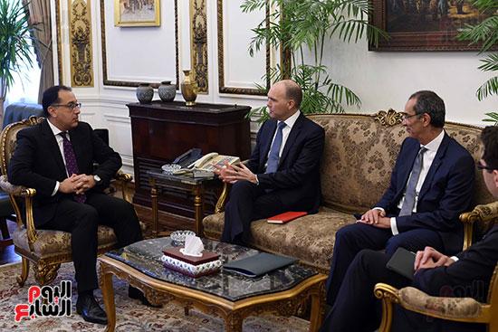 الدكتور مصطفى مدبولي يستقبل نيكولاس ريد الرئيس التنفيذى لمجموعة فودافون (2)