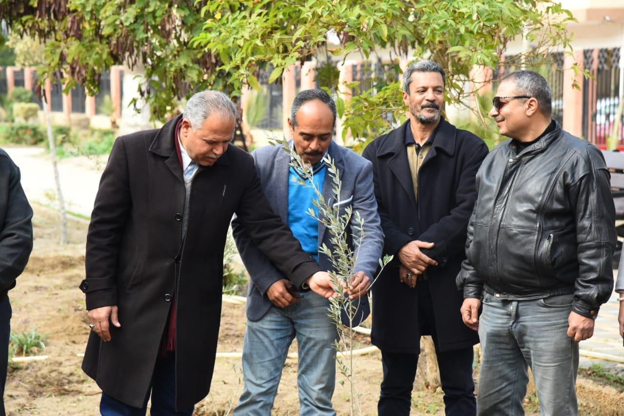زراعة أشجار مثمرة ضمن مبادرة اتحضر للأخضر ببورسعيد (4)