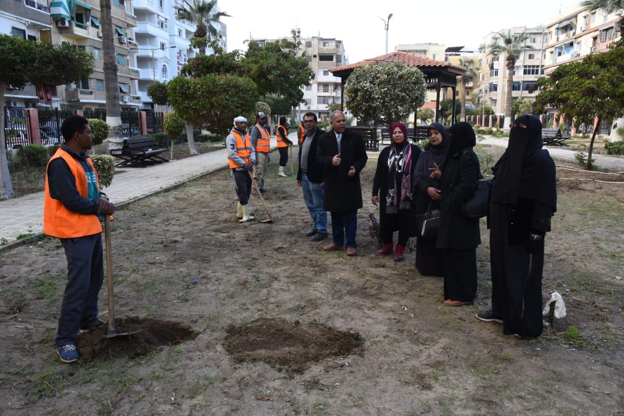 زراعة أشجار مثمرة ضمن مبادرة اتحضر للأخضر ببورسعيد (3)