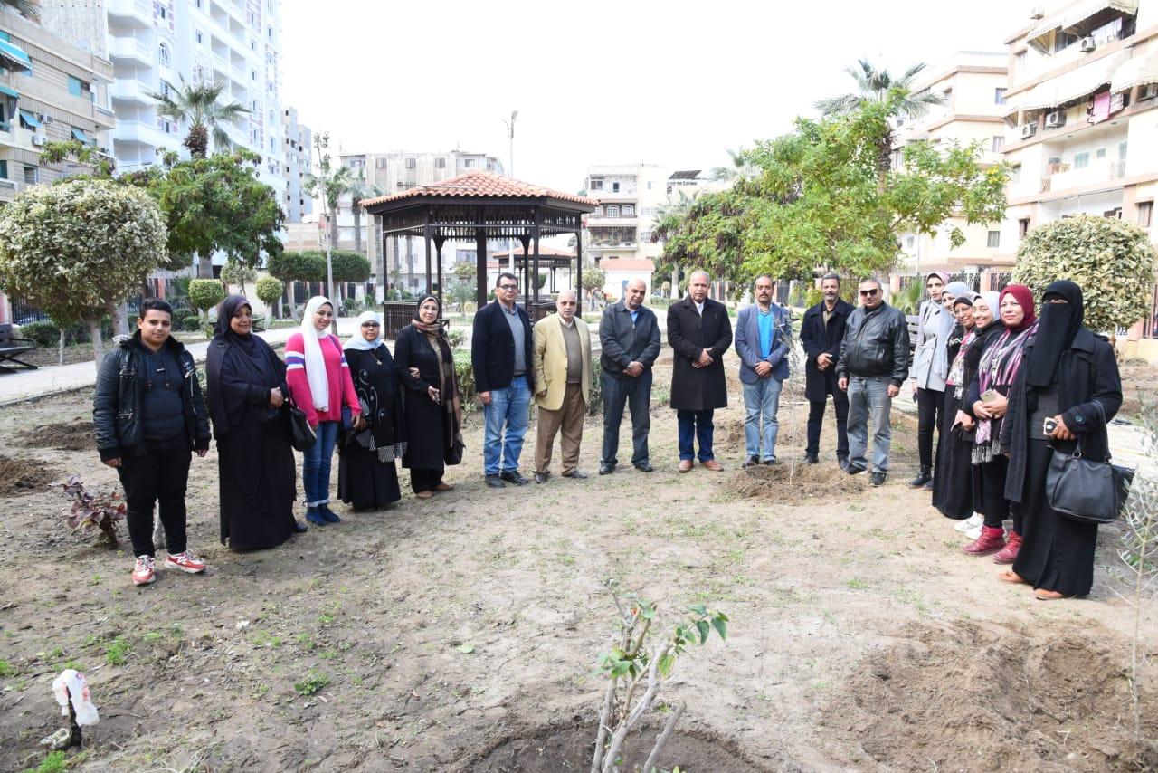 زراعة أشجار مثمرة ضمن مبادرة اتحضر للأخضر ببورسعيد (6)