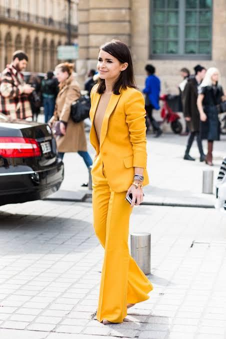 البدلة الصفراء