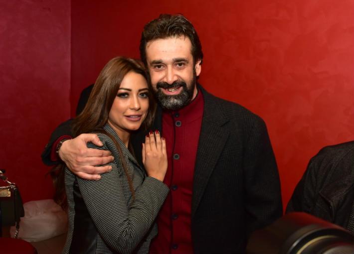 كريم عبد العزيز وزوجته 11