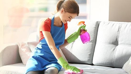 نصائح لتنظيف الأريكة