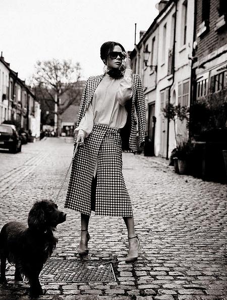 فيكتوريا بيكهام مع كلبها