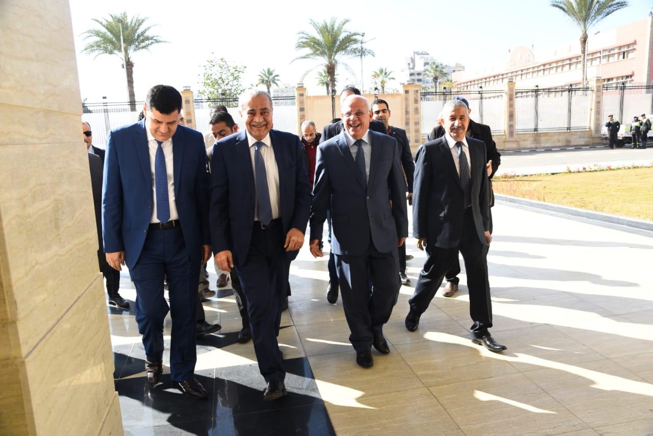 محافظ بورسعيد يستقبل وزير التموين لافتتاح وتفقد عدد من المشروعات (1)
