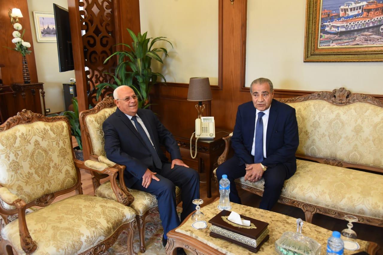 محافظ بورسعيد يستقبل وزير التموين لافتتاح وتفقد عدد من المشروعات (4)