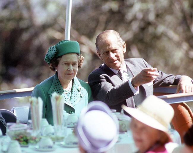 الملكة إليزابيث وزوجها الأمير فيليب