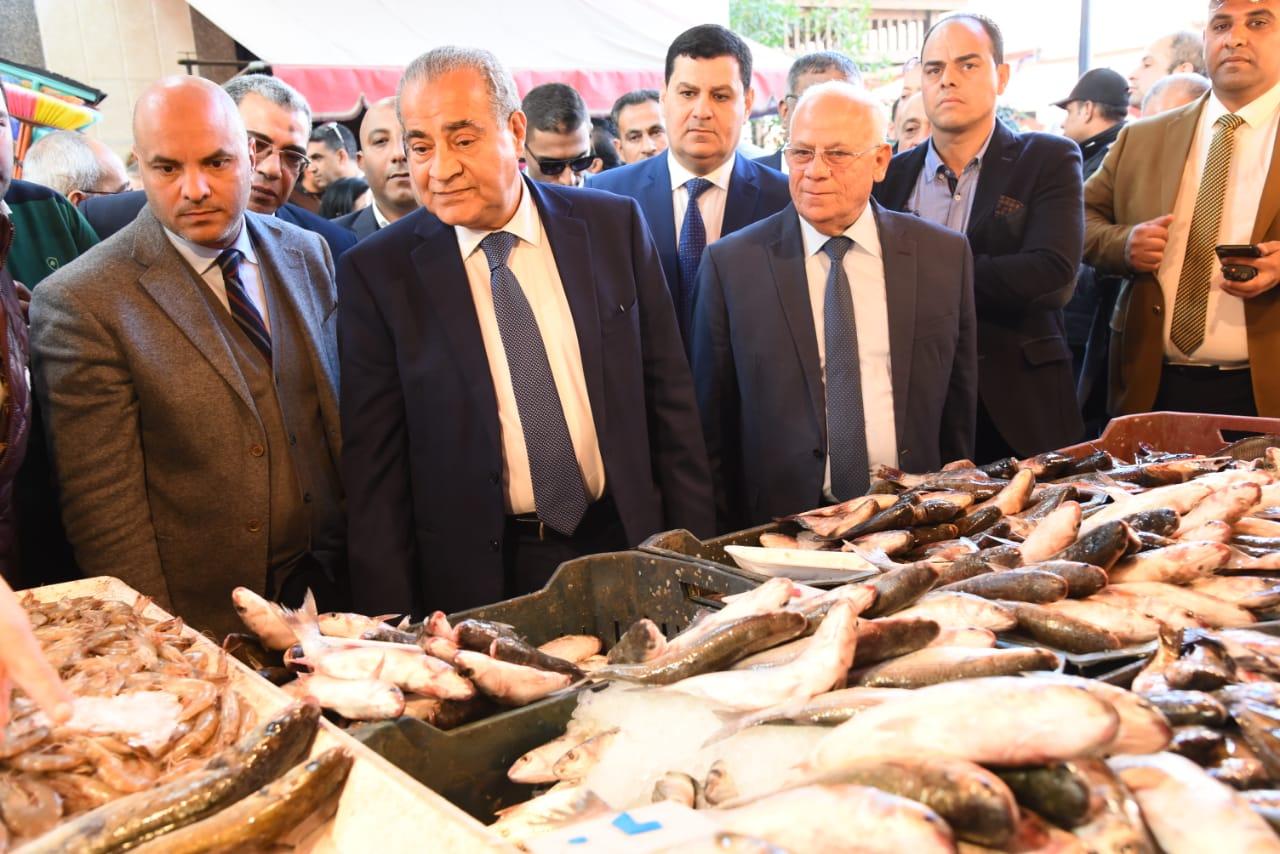افتتاح الشاشة الإلكترونية الخاصة بحماية المستهلك فى بورسعيد بسوق اسماك بورسعيد الجديد  (8)