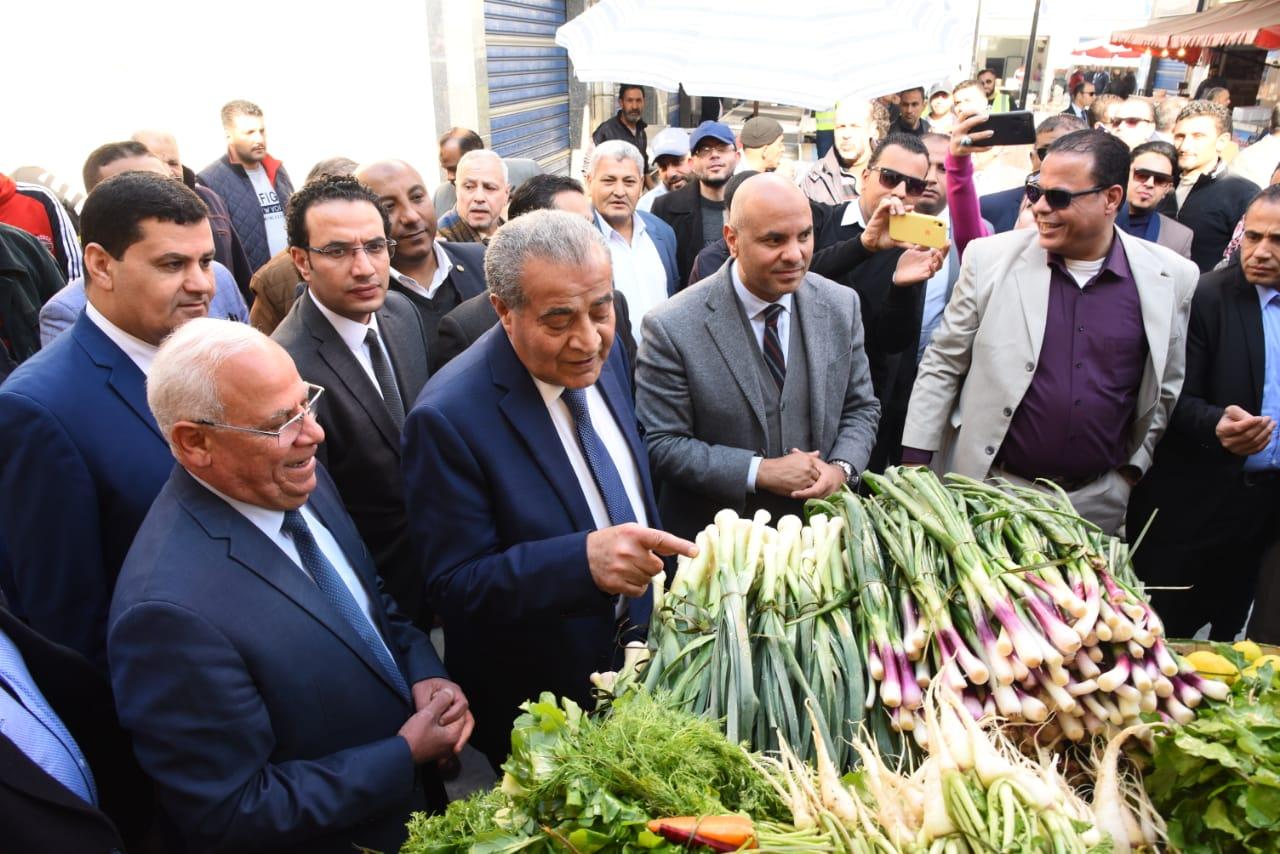 افتتاح الشاشة الإلكترونية الخاصة بحماية المستهلك فى بورسعيد بسوق اسماك بورسعيد الجديد  (4)