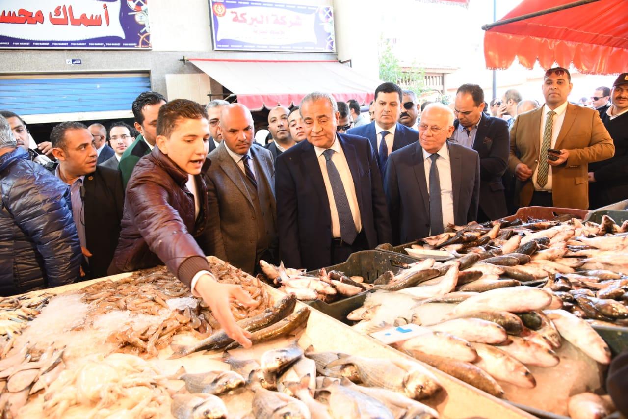 افتتاح الشاشة الإلكترونية الخاصة بحماية المستهلك فى بورسعيد بسوق اسماك بورسعيد الجديد  (3)