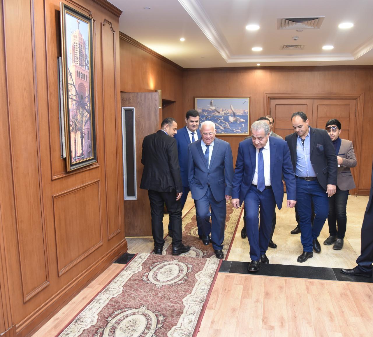 محافظ بورسعيد يستقبل وزير التموين لافتتاح وتفقد عدد من المشروعات (5)