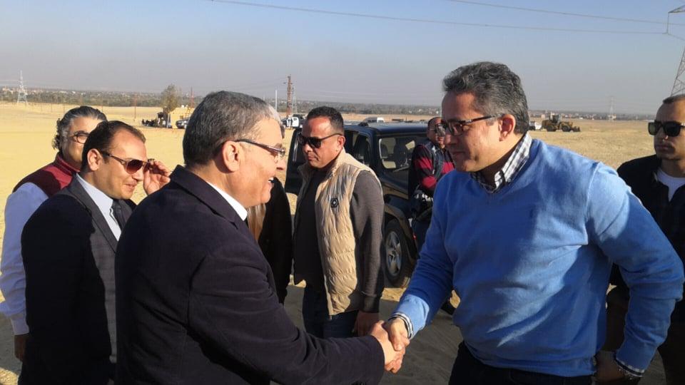 وزير السياحة والآثار يصل المنيا للإعلان عن كشف جديد بتونا الجبل  (3)