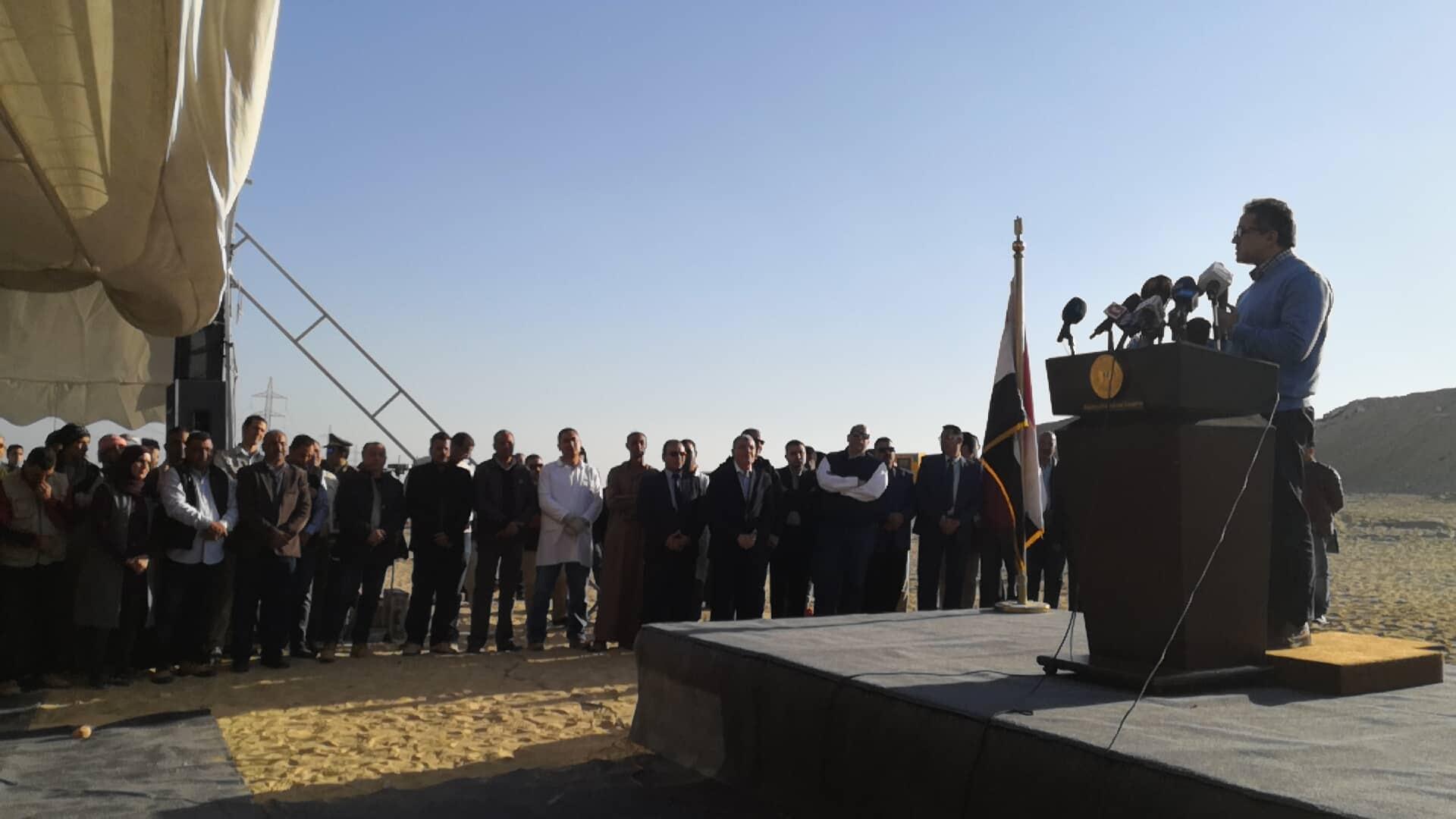 وزير السياحة والآثار يصل المنيا للإعلان عن كشف جديد بتونا الجبل  (2)
