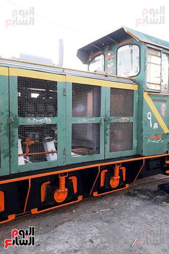 17-قطارات-القصب-خلال-توافدها-علي-مصنع-سكر-أرمنت