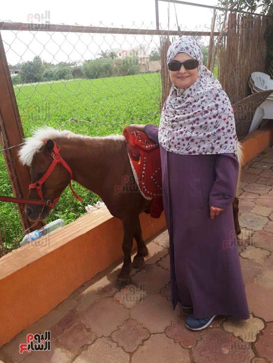 هالة طفلة فيلم الحفيد ، ميرفت العايدى فى فيلم الحفيد (16)