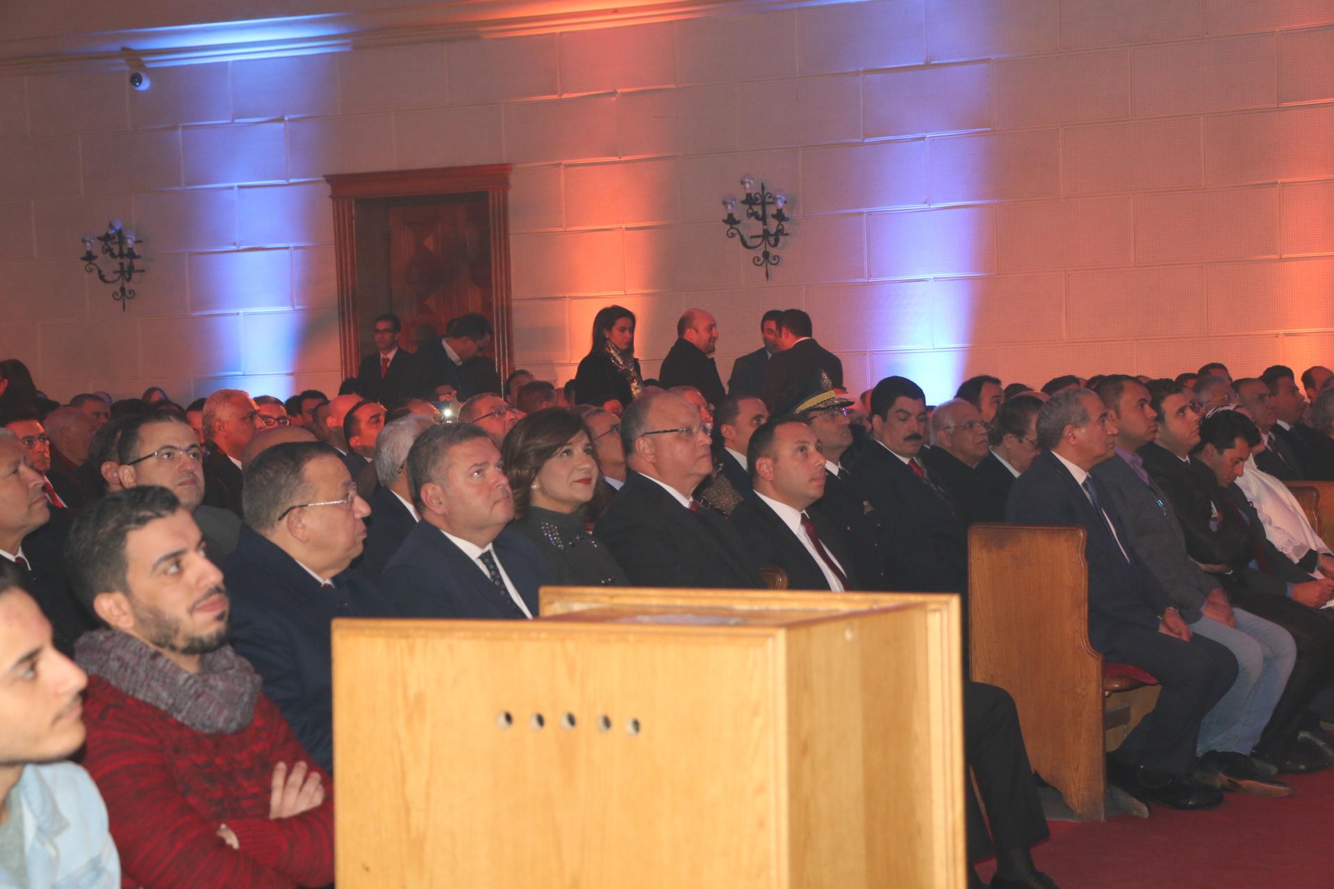 محافظ القاهرة يشارك الأرمن الأرثوذكس والطائفة الإنجيلية احتفالات عيد الميلاد المجيد  (4)