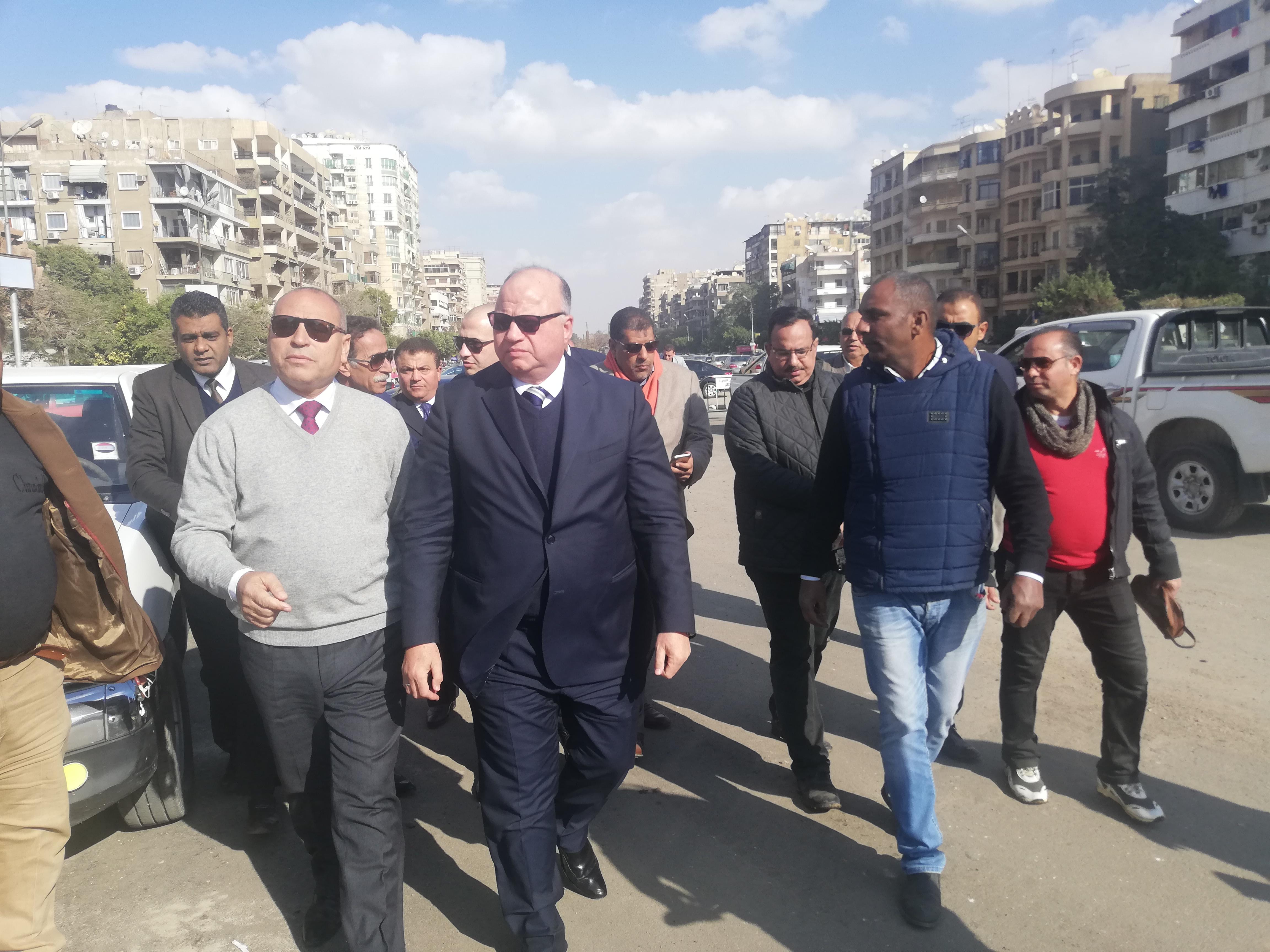 محافظ القاهرة ووزيرة البيئة يفتتحا المرحلة الأولى من تشجير ميدان تريومف (1)