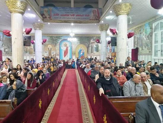 صلوات-القداس-داخل-الكنائس