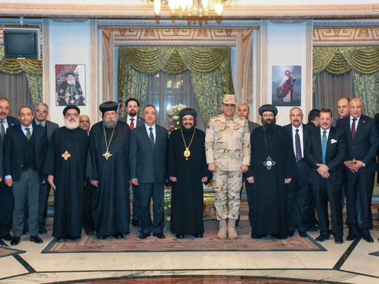 محافظ-الإسكندرية-يقدم-التهنئة-للأقباط-بالكاتدرائية-المرقسية-الأرثوذكسية