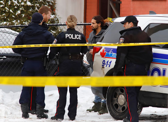 الشرطة الكندية بموقع الهجوم