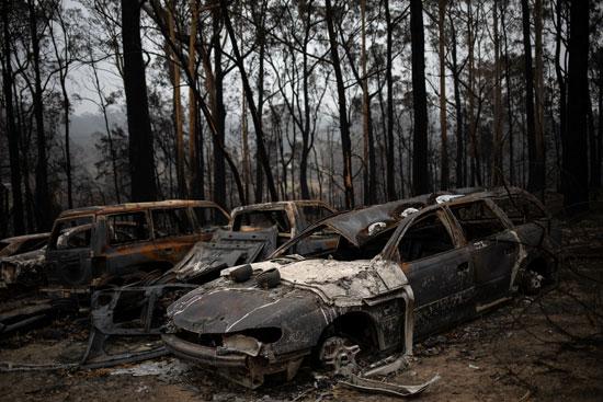 النيران التهمت عددا من السيارات
