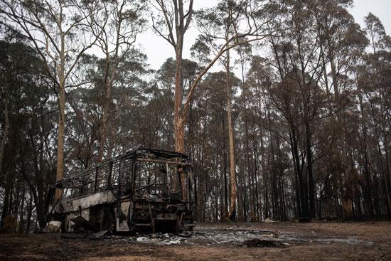 حافلة دمرتها النيران