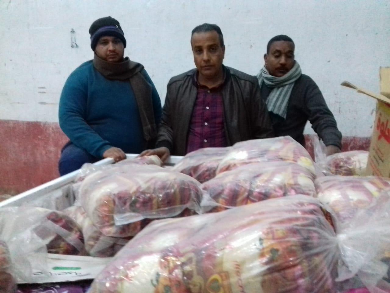تموين الأقصر تضبط طن أرز منتهي الصلاحية قبل بيعها للمواطنين (2)