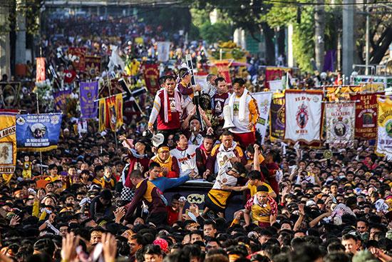 مسيرات فى الفلبين احتفالا بموكب كاثوليكى