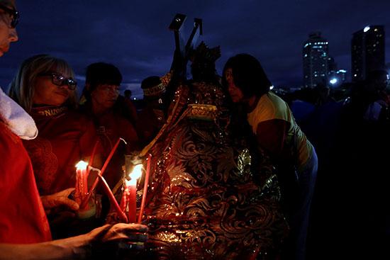الفلبينيةنيعدون نسخة طبق الأصل من تمثال الناصري الأسود