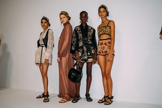 كواليس عرض أزياء Christian Dior (5)